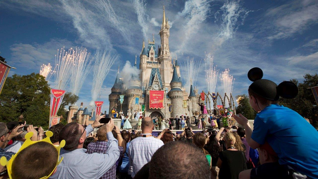 FBN's Jo Ling Kent on Disney's new seasonal pricing strategy for its U.S. theme parks.