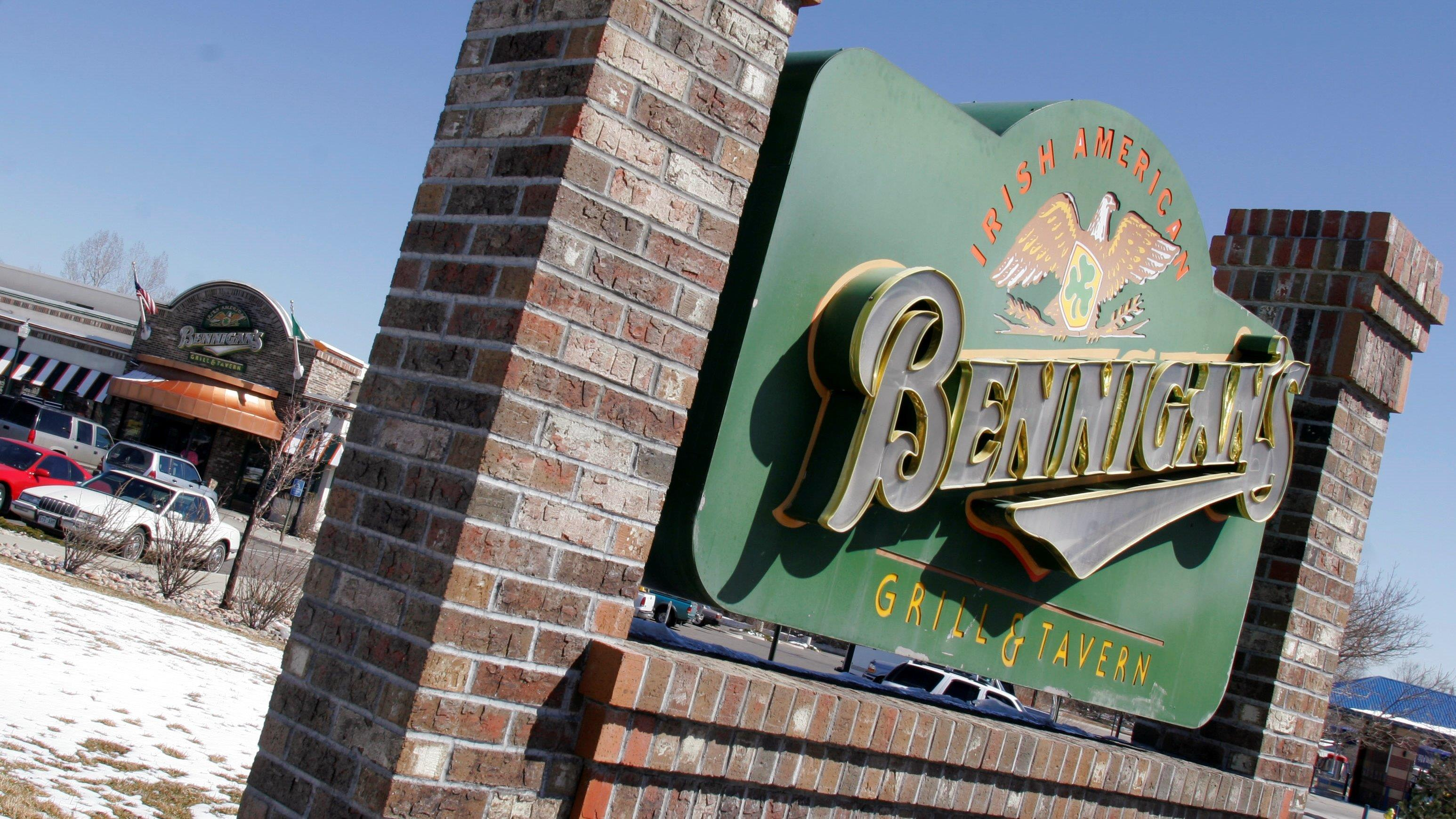 Bennigan's CEO Paul Mangiamele on the debate over $15 per hour minimum wage.