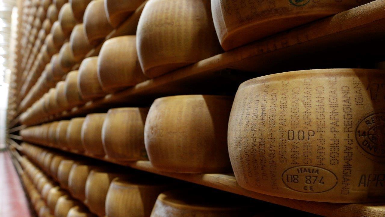 FBN's Adam Shapiro talks to Murray's Cheese V.P. of Merchandising Steve Millard about America's cheese glut.