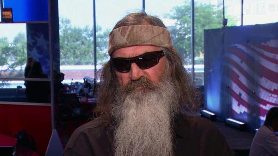 'Duck Dynasty' Star Phil Robertson says all the candidates including Ted Cruz need to forgive Donald Trump for his tough talk and realize he won fairly.