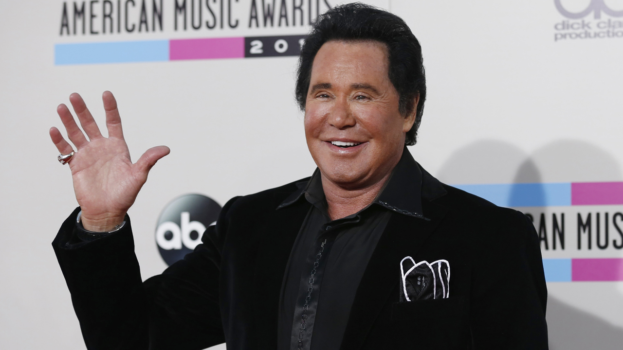 Legendary entertainer Wayne Newton explains why he supports Donald Trump for president.