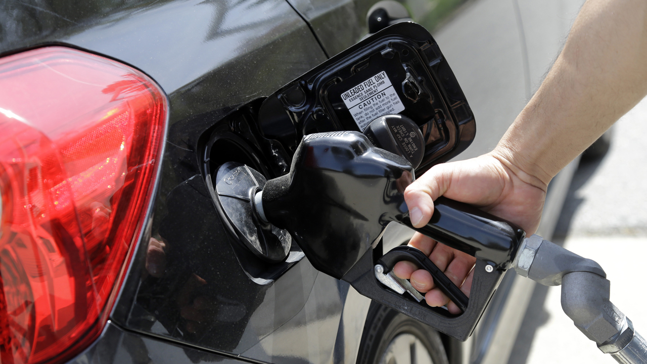 FBN's Jeff Flock reports on what consumers can expect when heading to the gas pump in 2017.
