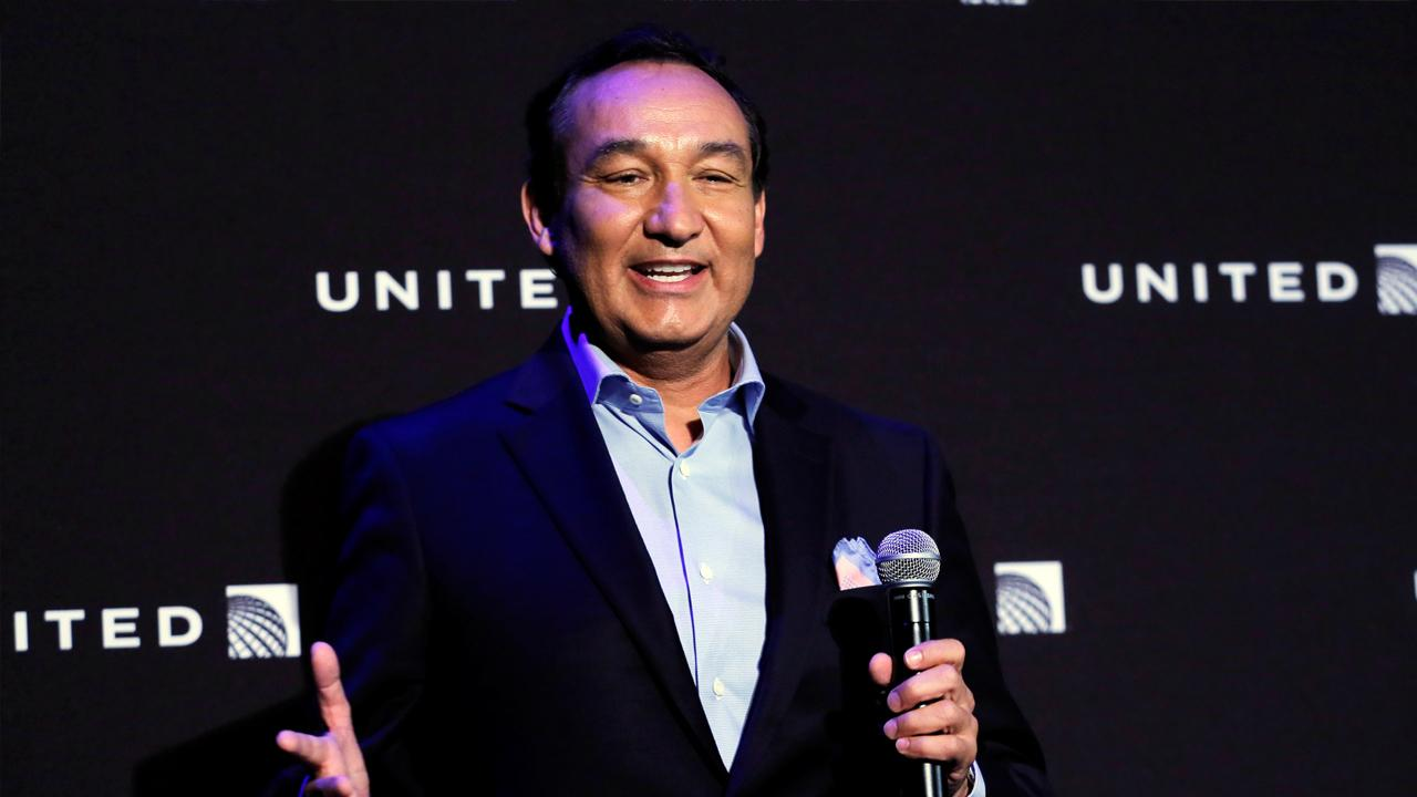 In a call with investors, United Airlines CEO Oscar Munoz responds to the company's nightmarish PR week and outlines changes planned.