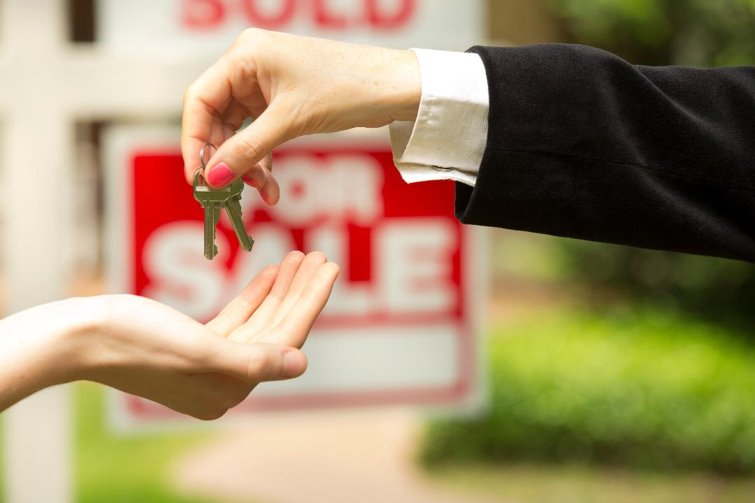 Is now the time to buy or sell? Redfin agent Noah Goldberg breaks down the most common housing myths.