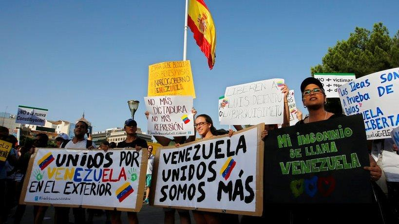 Wall Street Journal global economics editor Jon Hilsenrath discusses how Venezuela could impact the U.S. oil industry and economy.