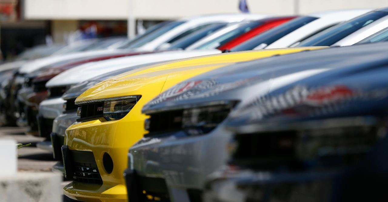 FBN's Jeff Flock speaks to Woody Woodring of Woody GMC on what's driving the downturn in auto sales.