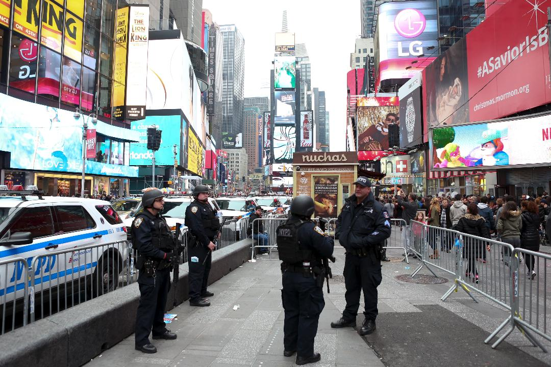 FOX Business Network's Tracee Carrasco reports on near naked women hitting Times Square for tips.