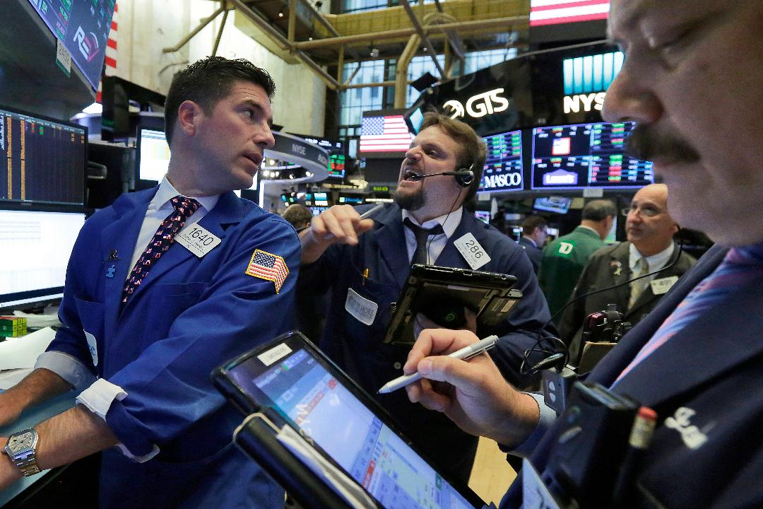 Seaport Securities' Teddy Weisberg, Linn & Associates Inc. Ira Epstein and Stutland Volatility Group's Luke Rahbari react to news that the markets could close above 23,000 for the first time ever.