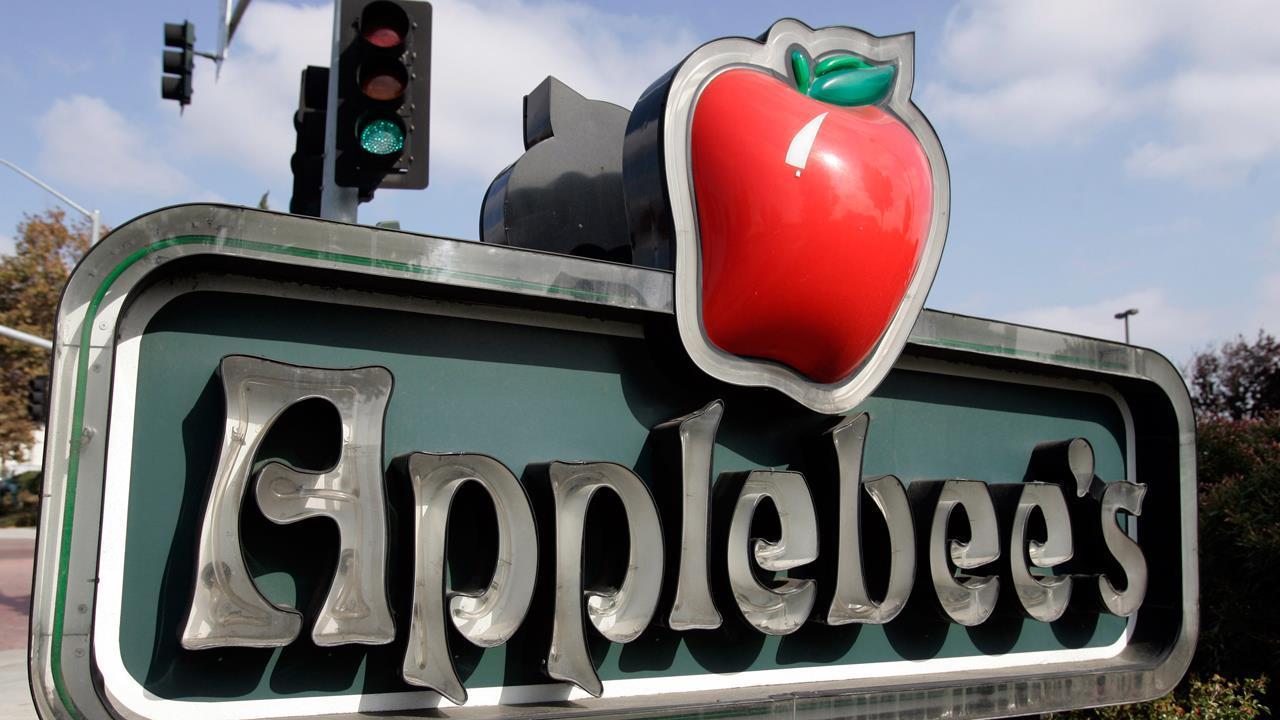 FBN's Lauren Simonetti on Applebee's $1 Long Island iced tea promotion.