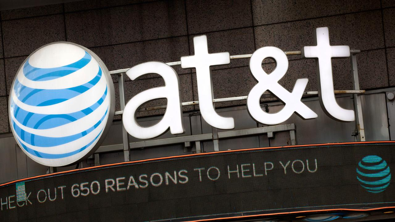 FOX Business' David Asman reports on AT&T's quarterly earnings.