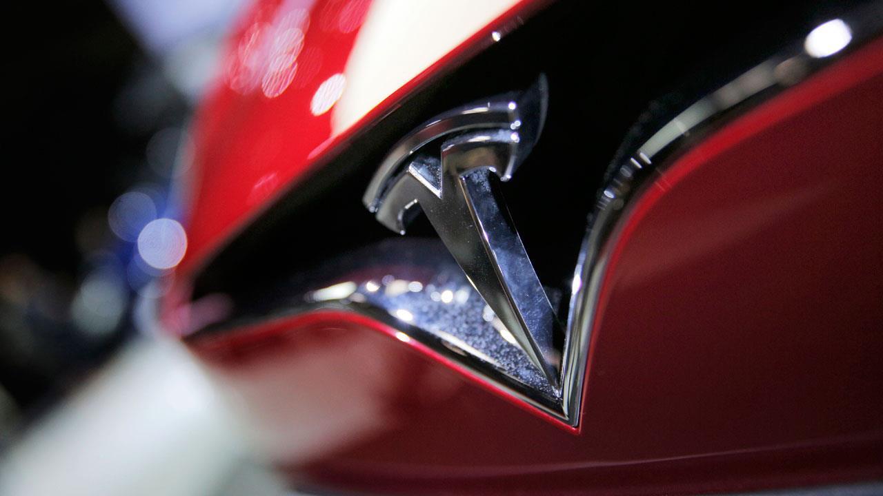 Loup Ventures Managing Partner Gene Munster on the outlook for Tesla and Uber.