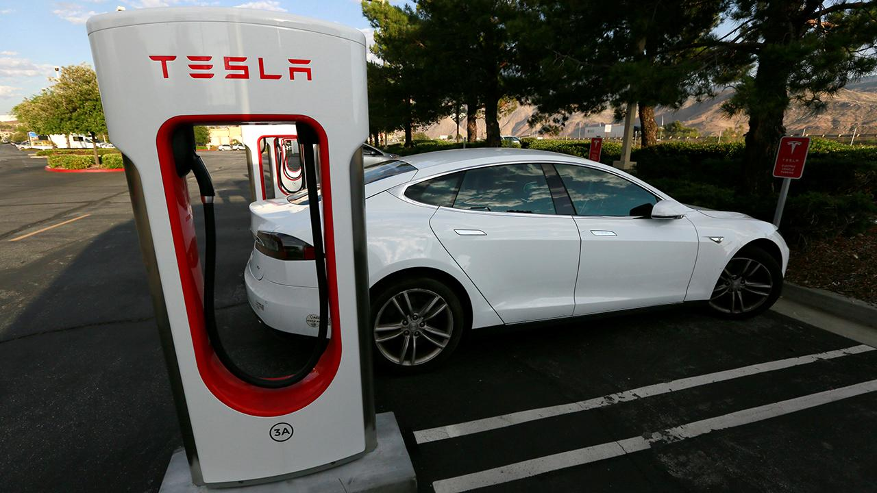 Fox Business Briefs: Electronic car maker says it will voluntarily recall over 123,000 Model S cars built before April 2016 to fix bolt issue that could be dangerous for drivers especially in cold weather.
