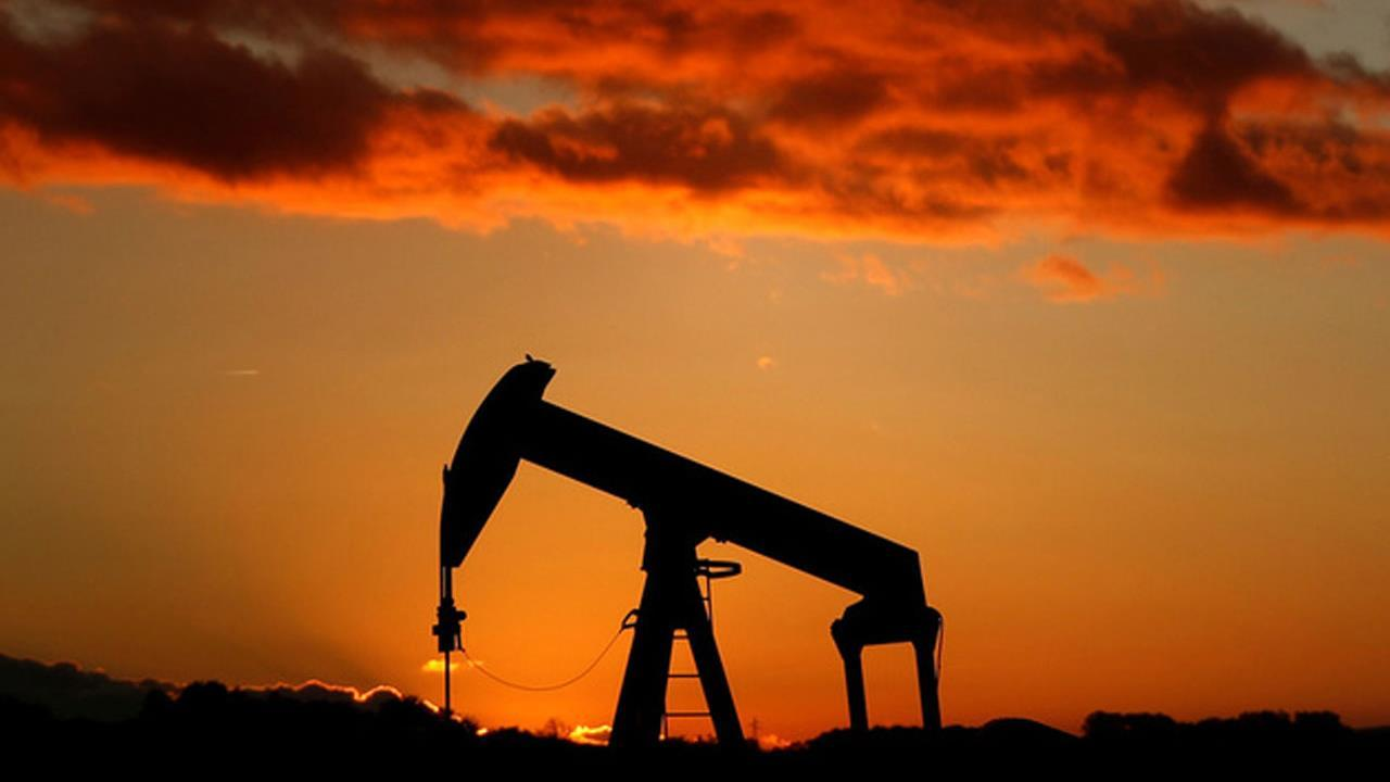 FBN's Jeff Flock talks to PRICE Futures Group's Phil Flynn about the prediction that the U.S. could soon become the largest oil producer in the world.