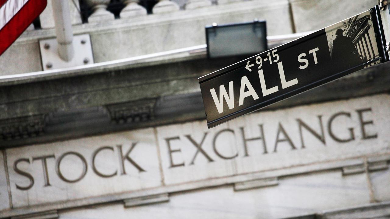Macromavens President Stephanie Pomboy explains why declining retail signs could spell trouble for Wall Street.