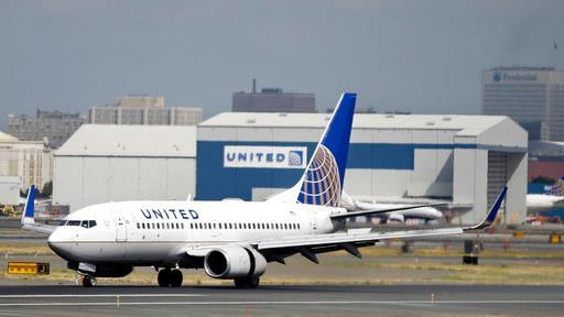 FBN's Tracee Carrasco on United Airlines' plans to replace its employee bonuses with a chance to win prizes.