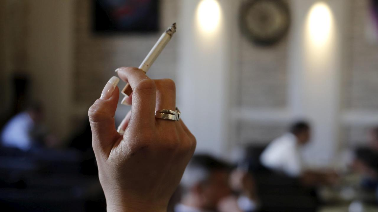 The FDA is seeking to lower nicotine in cigarettes. Fox News medical correspondent Dr. Marc Siegel with more.