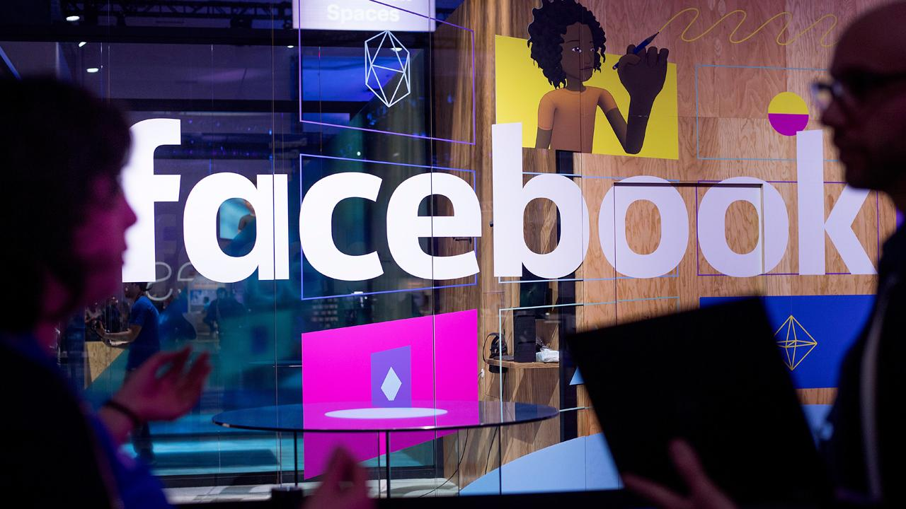 FBN's Liz Claman discusses Facebook chief operating officer Sheryl Sandberg's comments that a few advertisers have paused their spending in wake of the social media giant's privacy scandal.