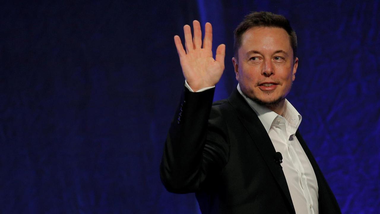 Loup Ventures Managing Partner Gene Munster on the outlook for Tesla and Apple.