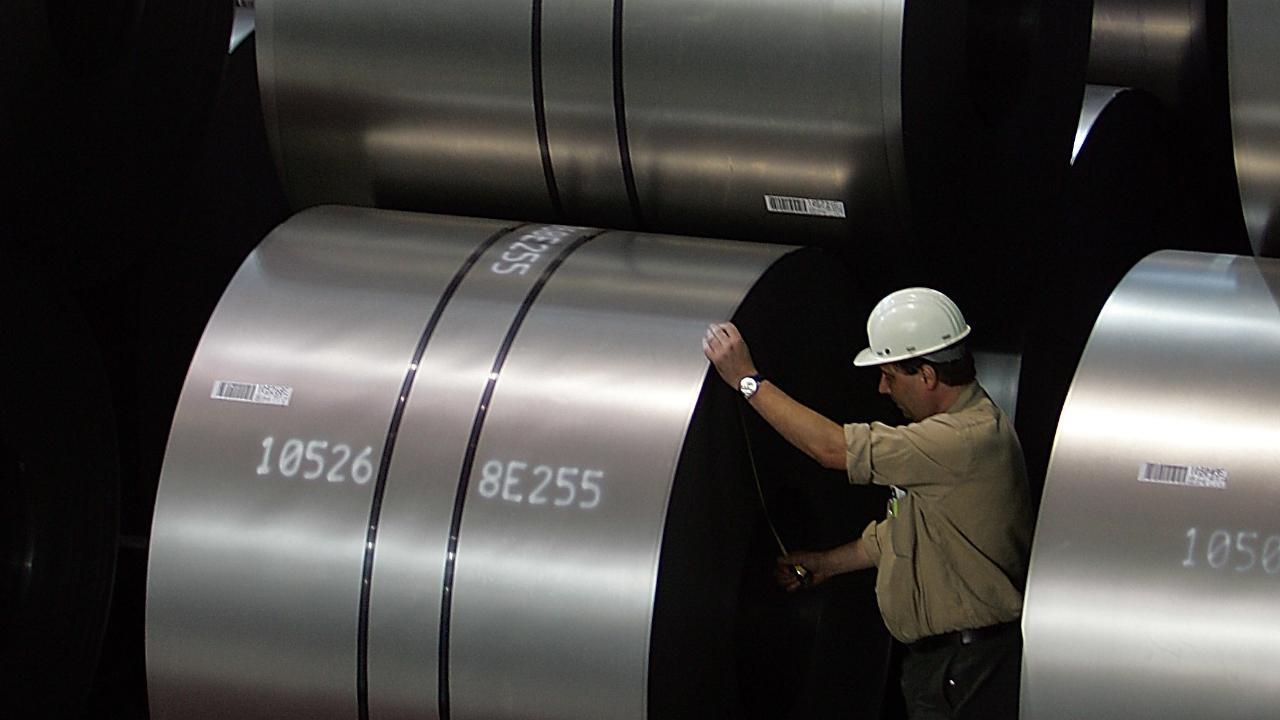 FBN's Liz Claman talks to Berkshire Hathaway CEO Warren Buffett about the impact of President Trump's steel tariffs on the company.