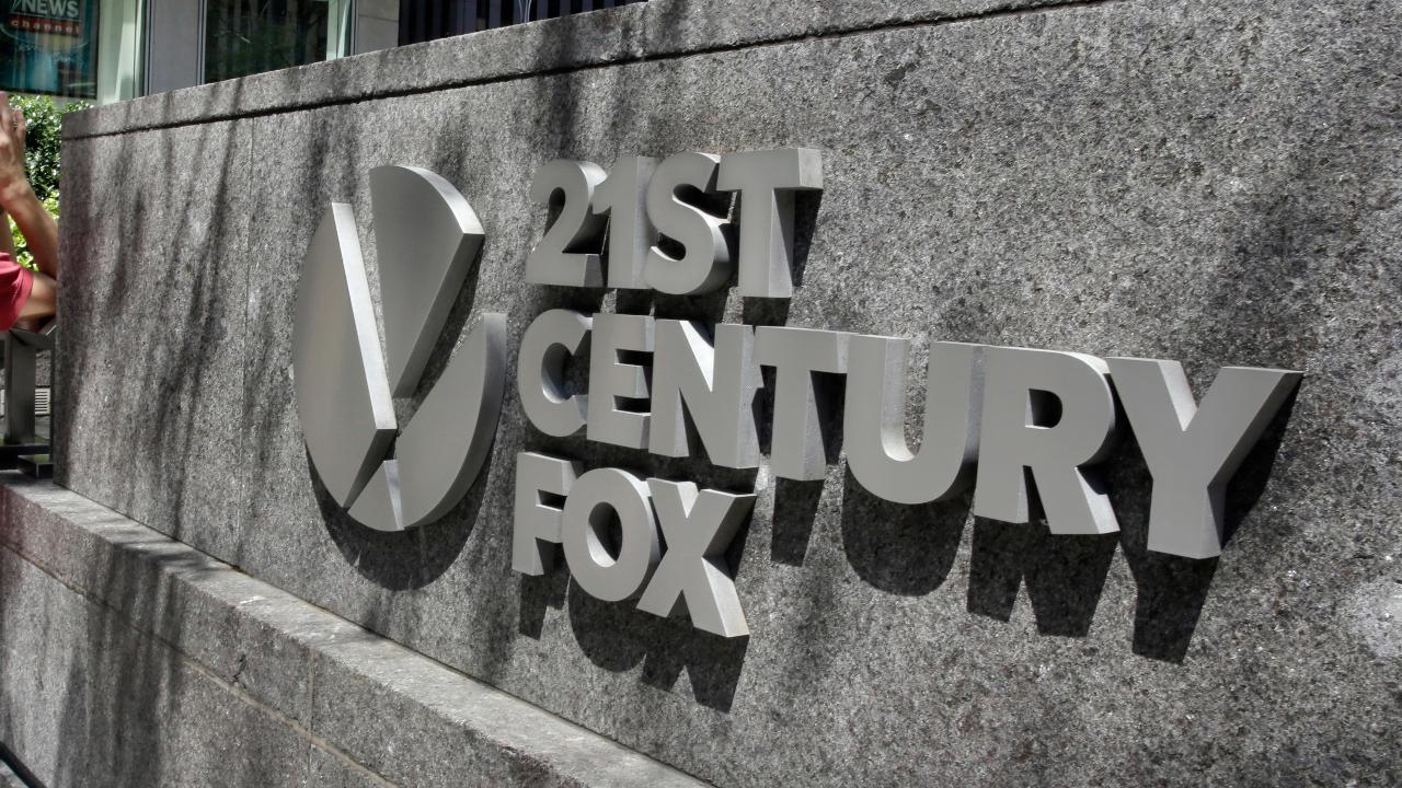 Diversified Private Wealth Advisors President Dominick Tavella and Rosecliff CEO Mike Murphy on Comcast's bid challenging Disney's deal to acquire 21st Century Fox' entertainment assets and the outlook for Federal Reserve policy.