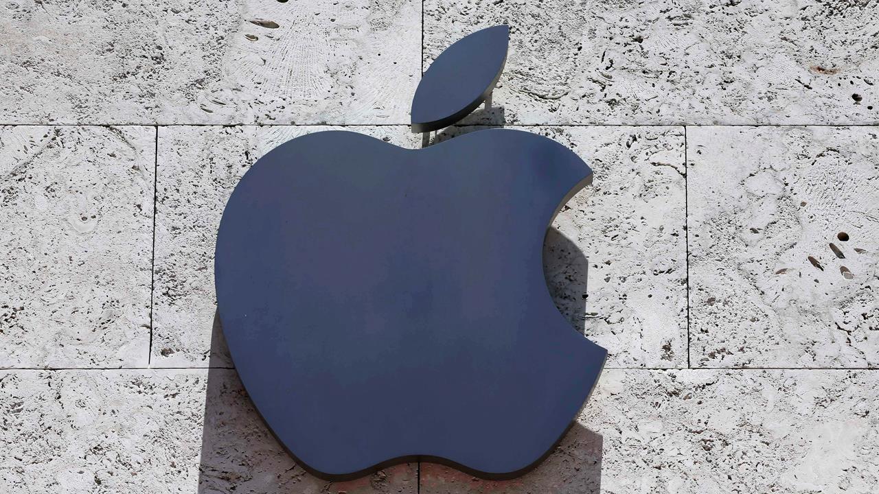 Barron's senior tech writer Jon Swartz on Apple and Amazon's race to a $1 trillion market cap.