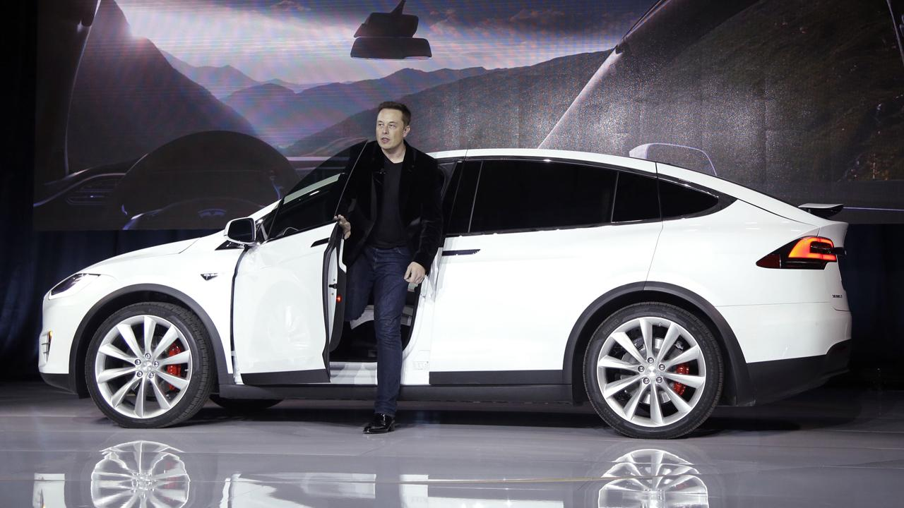 Finance professor Steven Kaplan of the University of Chicago Booth School of Business on whether companies should report earnings every quarter and how Tesla CEO Elon Musk announced that he would not try to take the company private.