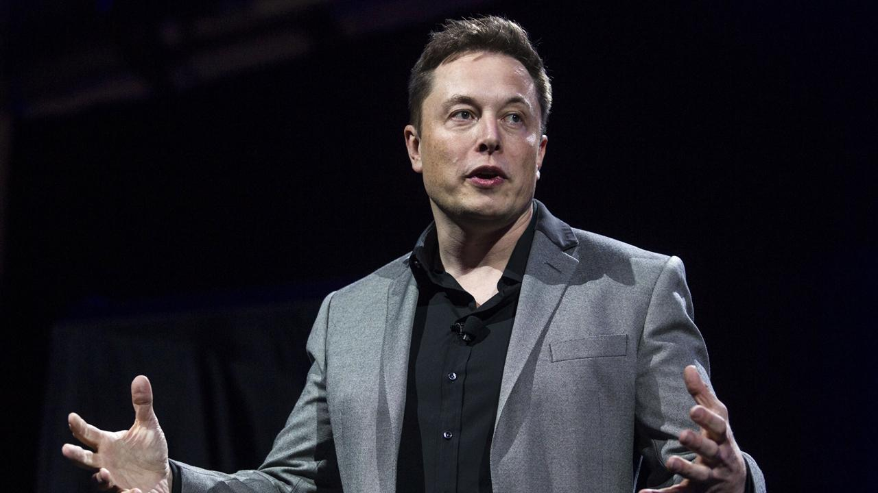 Columbia Law School professor John Coffee discusses the legal concerns over Tesla CEO Elon Musk's tweet that he may take the company private.