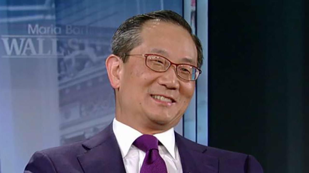 Carlyle Group Co-CEO Kewsong Lee discusses the strength of the global economy and how President Trump's tariffs are impacting U.S. companies.
