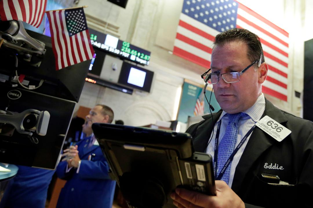 Elliot Wave International head of research Murray Gunn and Raymond James chief strategist Jeff Saut discuss whether the U.S. stock market will continue to remain bullish.
