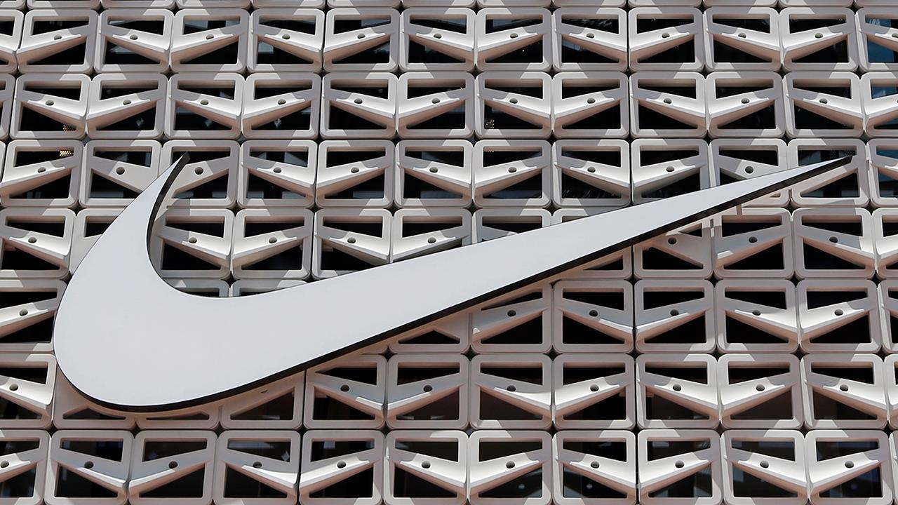 Barron's senior editor Jack Hough, FBN's Ashley Webster and Elizabeth MacDonald discuss why Nike shares have fallen.