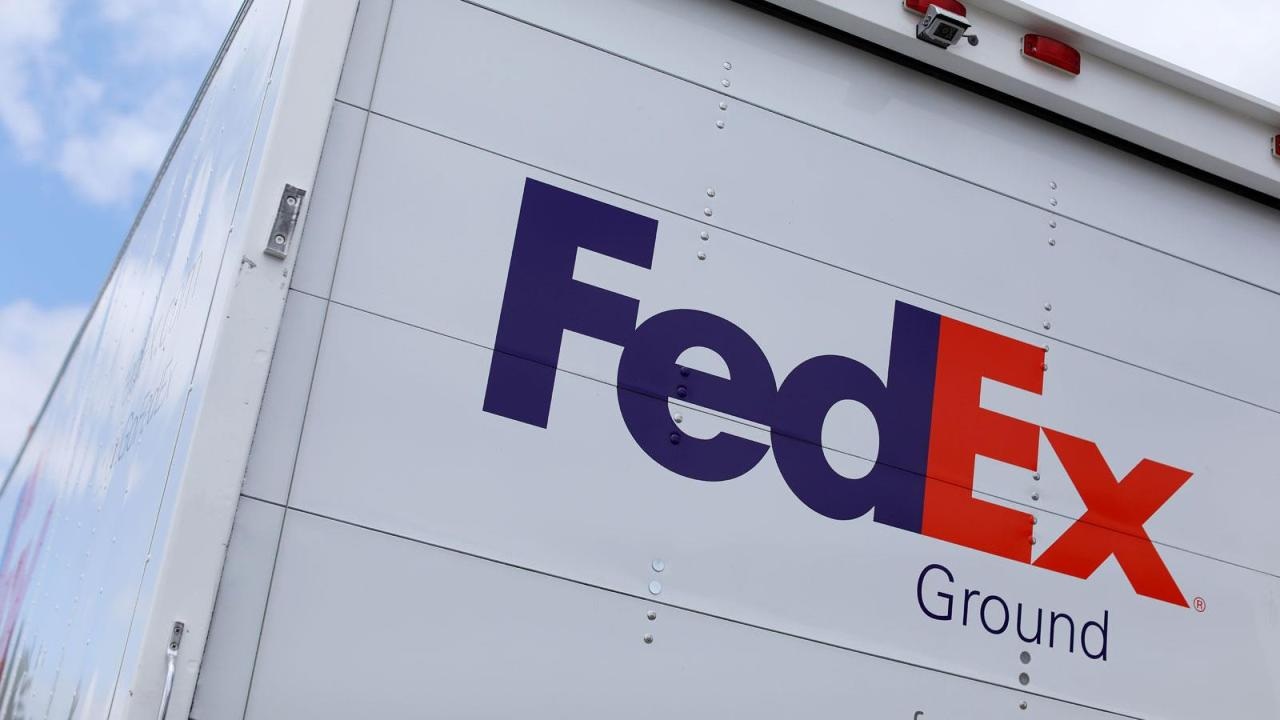 FedEx Ground CFO Bob Henning on the company's plans for the busy holiday season and the potential competition in shipping from Amazon.