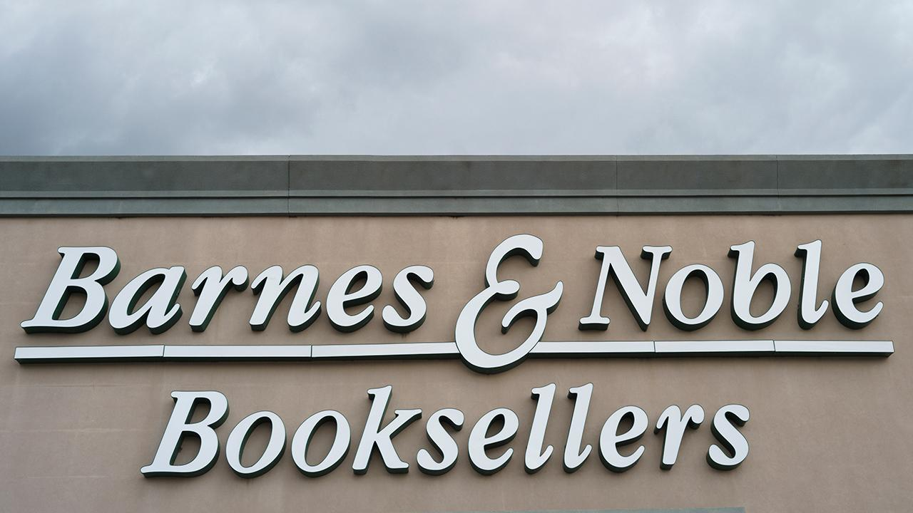 Fox Business Briefs: Barnes & Noble stock soars after talks of possible sale; Popeyes Louisiana Kitchen celebrates its 3,000th restaurant by serving up boneless chicken wings dipped in champagne and coated in 24-karat gold batter.