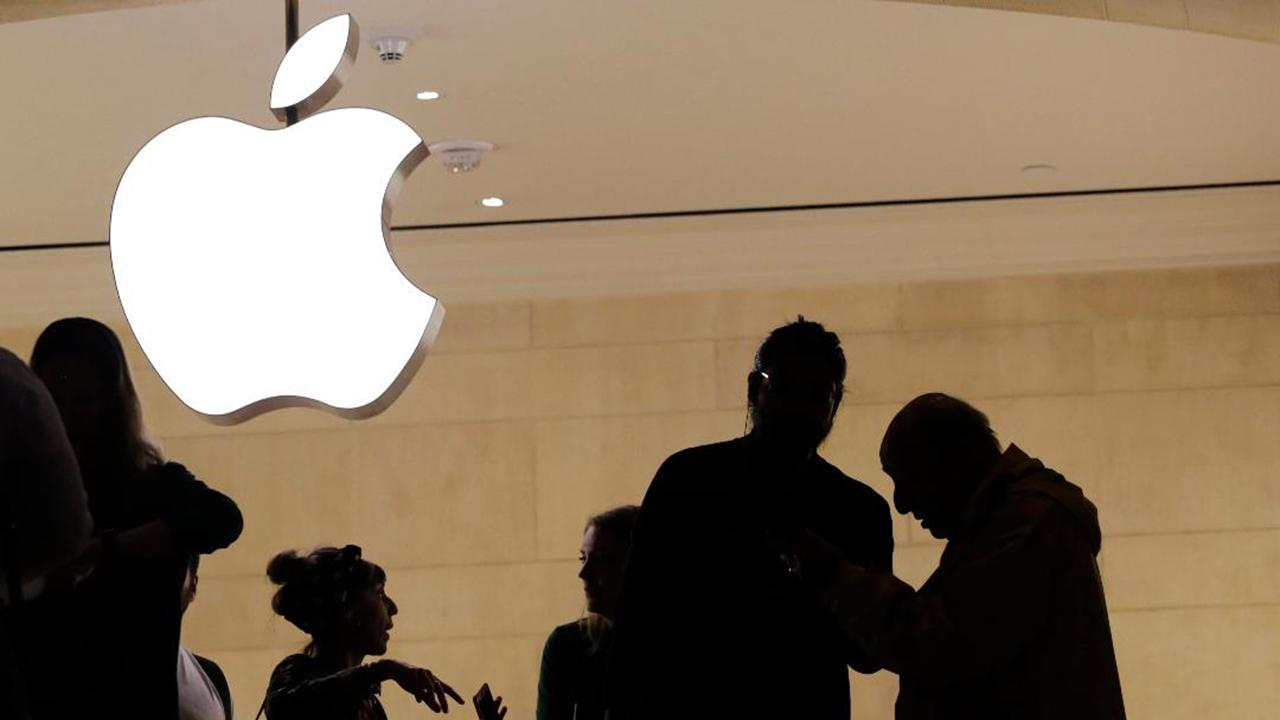 Morning Business Outlook: Apple introduces new privacy portal website that allows users to search and see what kind of data the company has kept on them; Buffalo Wild Wings releases new limited-edition pumpkin-spiced chicken wings.