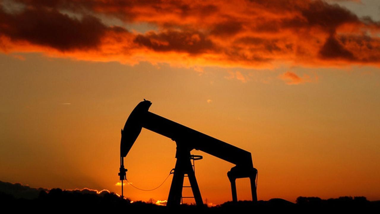 Angel Oak Capital Advisors' Sam Dunlap on the outlook for stocks and oil prices.
