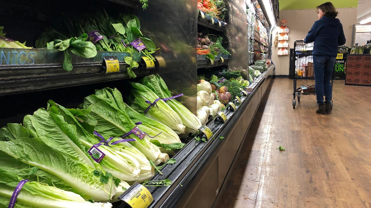 Dr. Janette Nesheiwat on the CDC warning consumers not to eat romaine lettuce due to an E. coli outbreak.