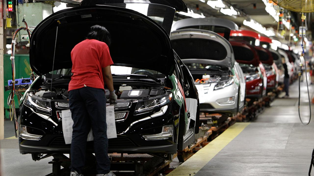 S&P Investment advisory services Erin Gibbs, Kelly & Co. Managing Partner Kevin Kelly and Lindsey Bell, investment strategist at CFRA Research, on how General Motors is planning to end production at five plants in the U.S. and Canada.