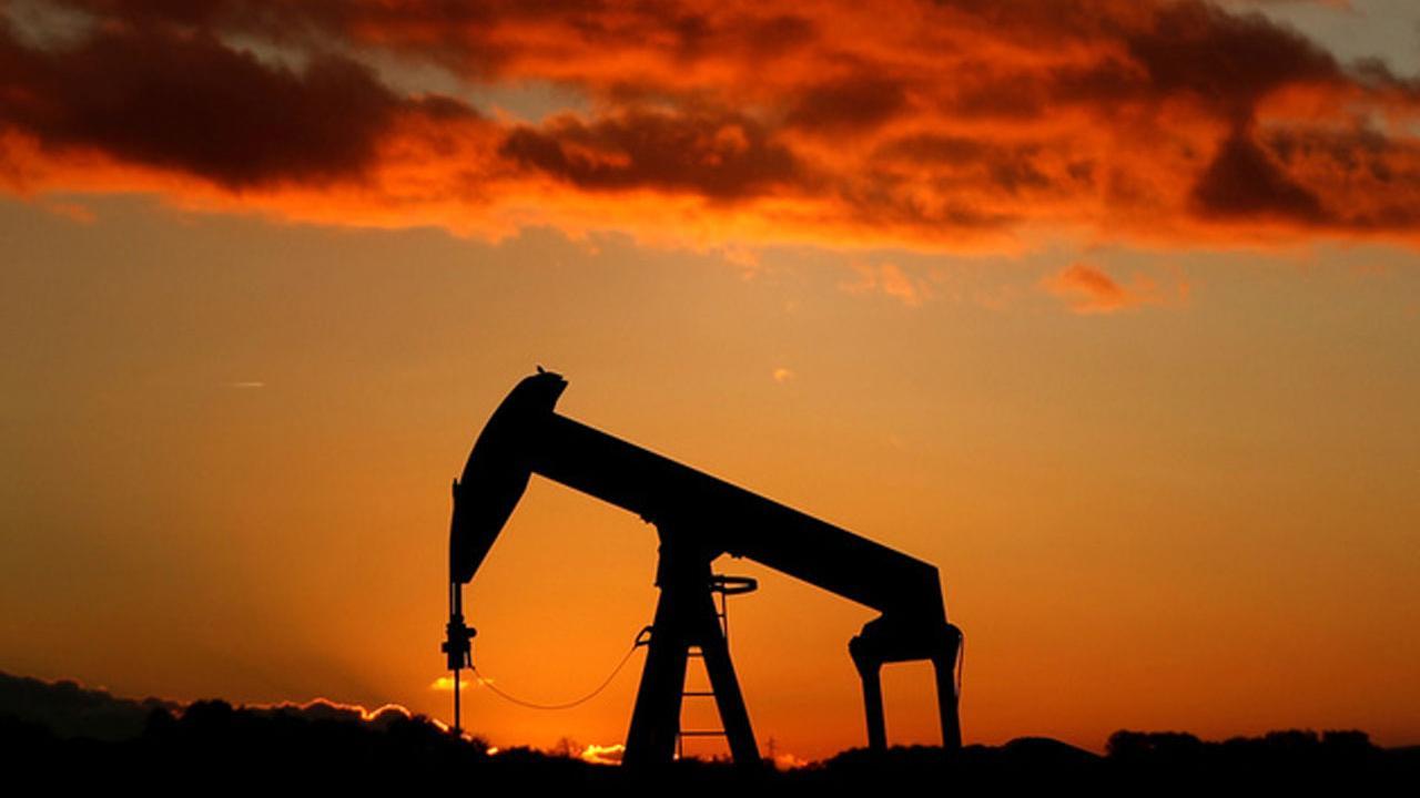 Lipow Oil Associates President Andy Lipow on the outlook for oil prices.