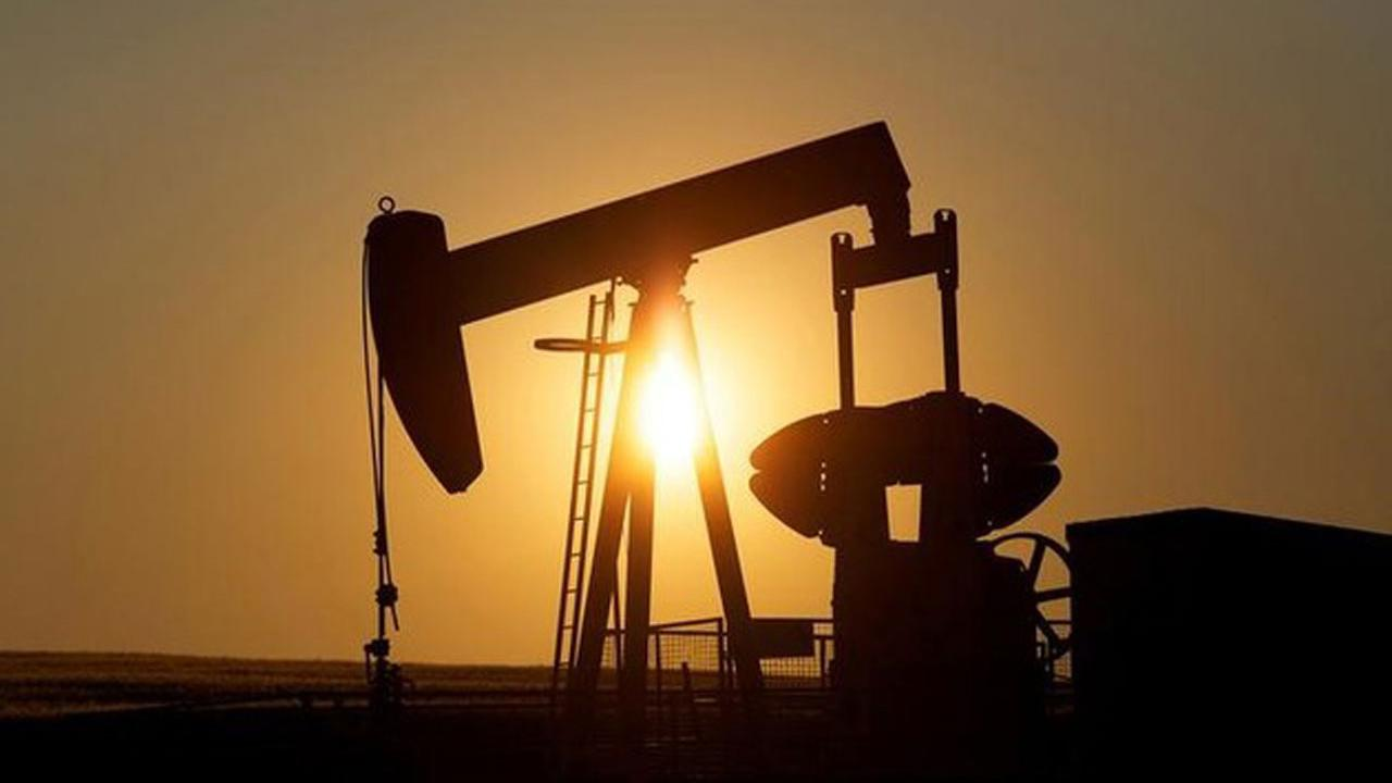 Mayflower Advisors Managing Partner Larry Glazer on the factors impacting the oil market.