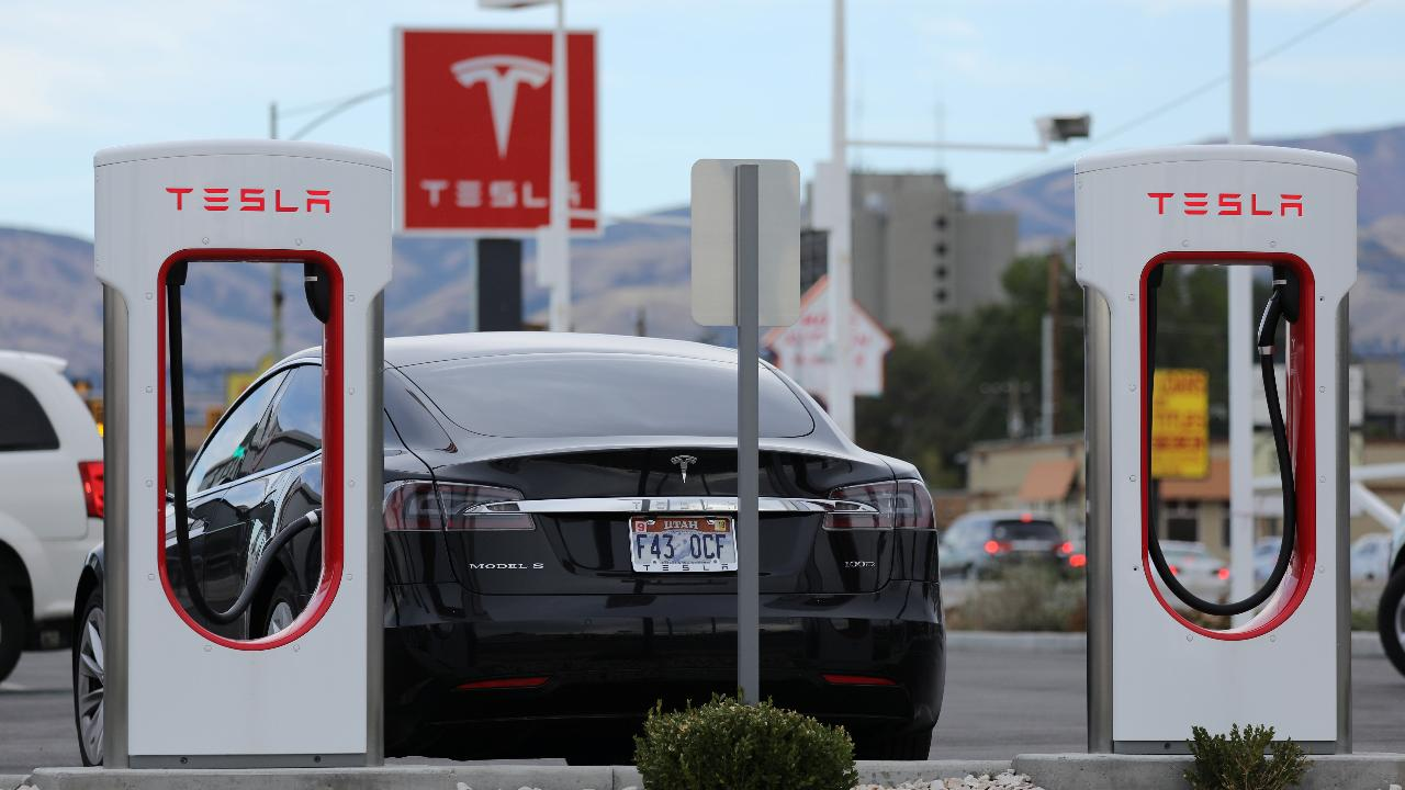 MarketWatch San Francisco Bureau Chief Jeremy Owens on New York City attracting tech companies and Tesla naming Robyn Denholm to chair the company's board.