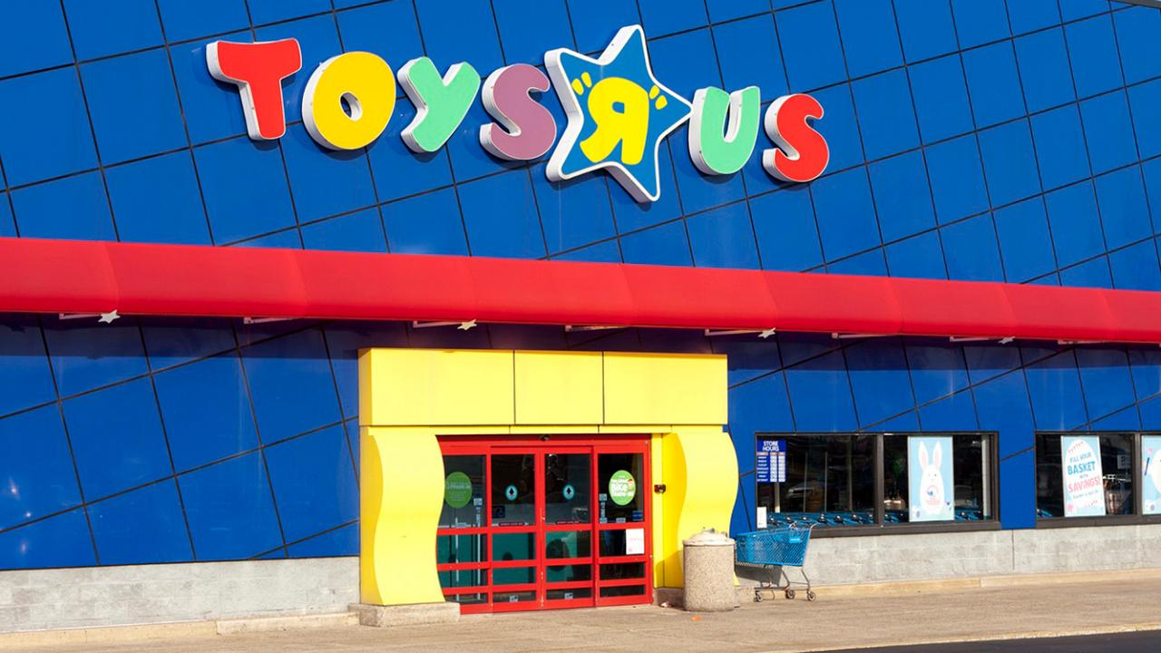Former Toys 'R' Us CEO Gerald Storch discusses why this may be the biggest Black Friday in history and which retailers will benefit the most from the demise of Toys 'R' Us.