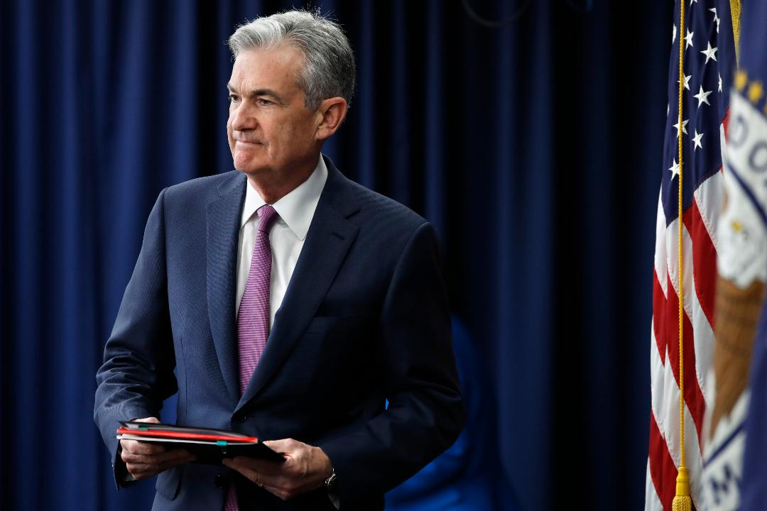 Moody's chief economist John Lonski discusses why the Federal Reserve should stop raising interest rates and the inverted yield curve.