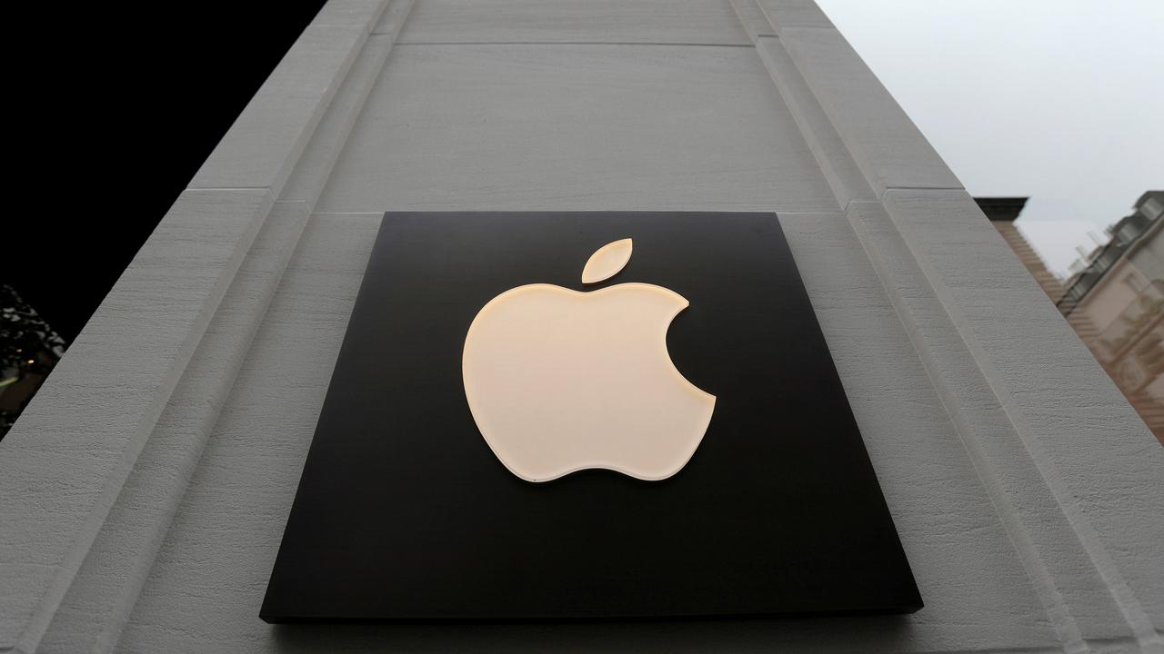 """""""Bulls & Bears"""" panel on how Chinese companies are threatening to punish employees caught using Apple products and President Trump's trade war with China."""