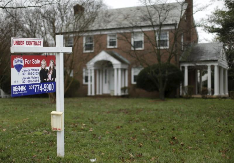 """""""Bulls & Bears"""" panel discuss how U.S. home sales dropped to their lowest level in three years in December and how unconventional mortgage loans surged in 2018."""