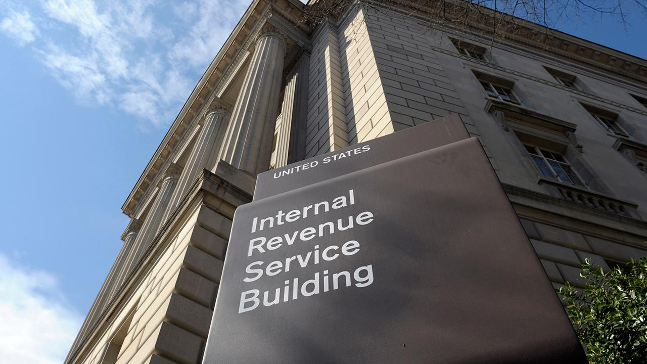 FBN's Blake Burman on the partial government shutdown and how the Internal Revenue Service is expected to recall 46,000 workers back to its offices to handle tax refunds.