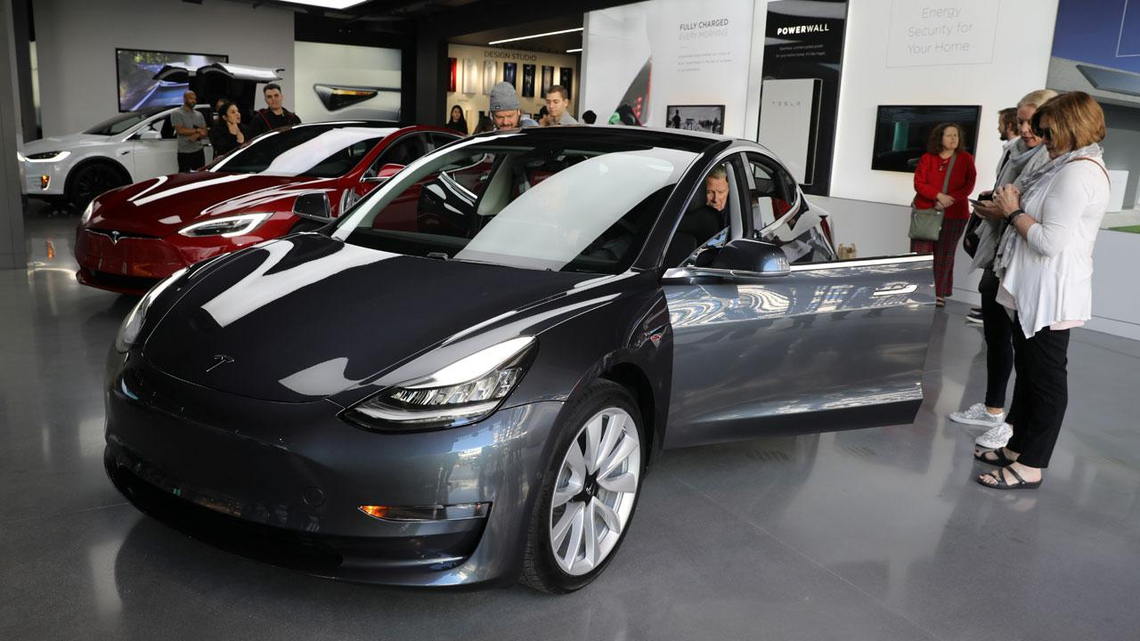 USA Today business reporter Nathan Bomey on Tesla's fourth-quarter results and outlook.
