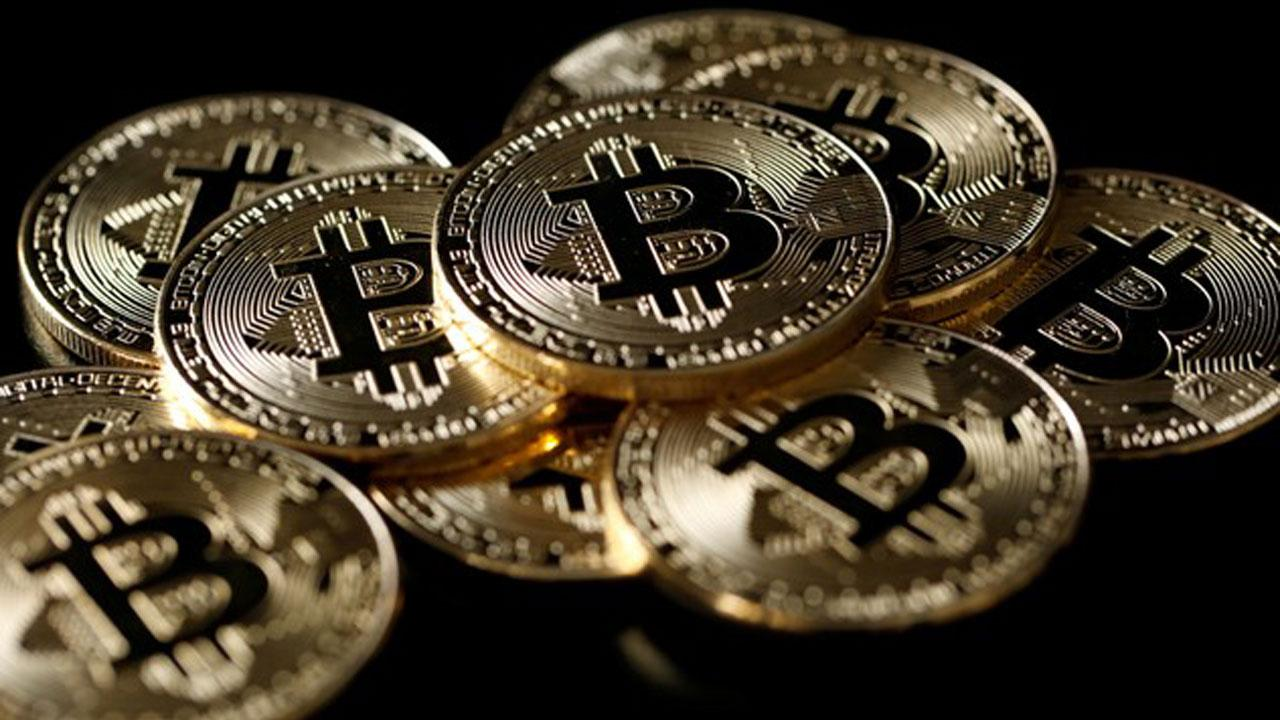 Fundstrat Global Managing Partner Thomas Lee on the stocks investors should consider for their portfolios and the outlook for bitcoin.