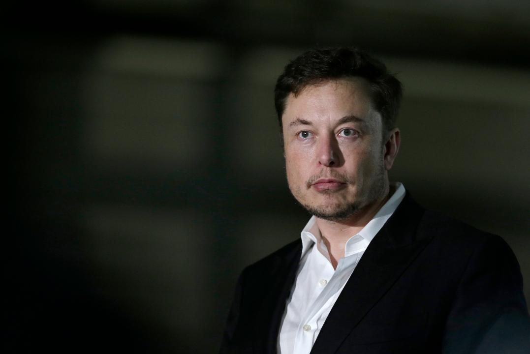 SEC asks judge to hold Tesla CEO Elon Musk in contempt for violating settlement