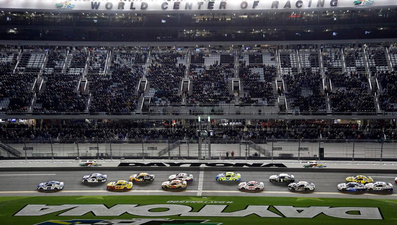 Fox Sports anchor Jeff Gordon and NASCAR driver Joey Logano tells FOX Business' Dagen McDowell that stock-car racing fans should expect more contact and close racing at the Daytona 500.