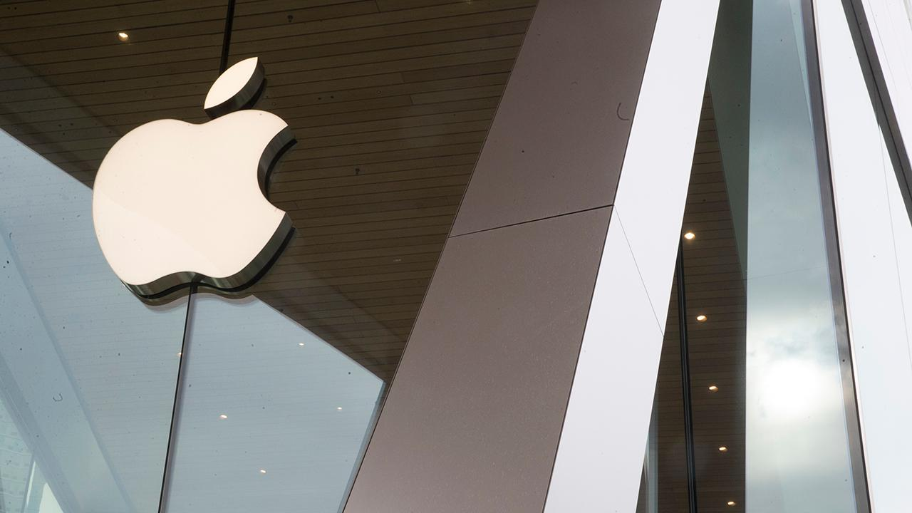 Kaltbaum Capital Management President Gary Kaltbaum and Fox News contributor Liz Peek give their outlook on Apple, after the tech company announced its new streaming service and credit card.