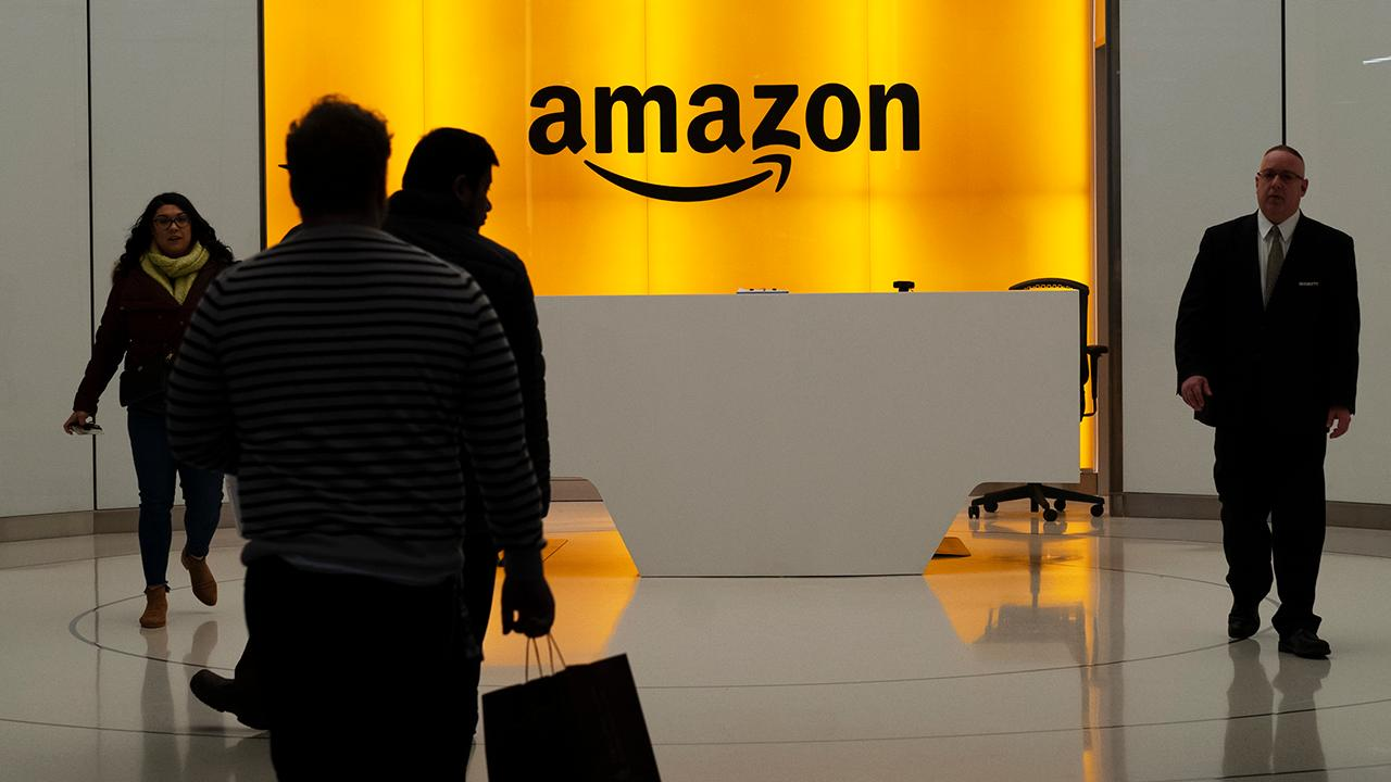 FBN's Kristina Partsinevelos, Kaltbaum Capital Management President Gary Kaltbaum, FoxNews.com columnist Liz Peek and Capitalist Pig Hedge Fund's Jonathan Hoenig on how Amazon announced that it will close all 87 of its pop-up stores in the U.S.